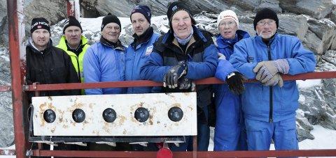 DUGNAD: Her er en del av dugnadsgjengen samlet under monteringen av skiskytterblinkene på Lygna. Fra venstre: Espen Woldengen, Kjell Erik Gisleberg, Tore Heggen. Ole Anders Flaagen, Svein Hansen, Dagfinn Stenerud, Kåre Paulsrud.