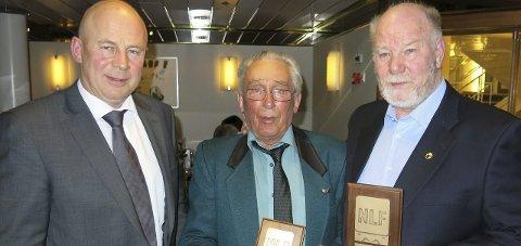 HEDER: Leder Odd Haakenstad sammen med Henrik Leirdal og Kåre Nordli . begge fra Gjøvik og Toten, som mottok plakett og jakkemerke for 50 års medlemskap.