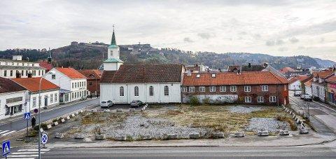 TOMTA: Nå skal denne tomta forskjønnes noe av eier Halden kommune før den blir anleggsplass.