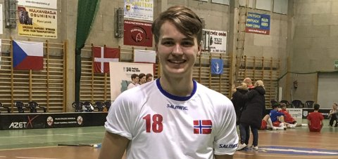 IMPONERTE: Mathias Wågbø fra Halden leverte flere gode kamper for Norge U19 under Polish Open i innebandy.