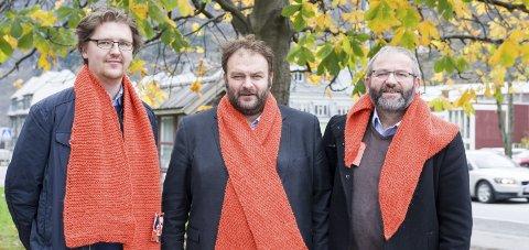 Kledd for kulde: F.v.: Tore Hjørnevik, ordførar Roald Aga Haug og Arne Valen.