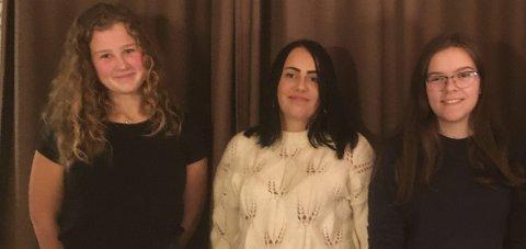Senterungdom: Sekretær Tiril Eiken, leiar Silje M. Fjærtoft og kasserar Pauline Kvåle i Ullensvang Senterungdom.