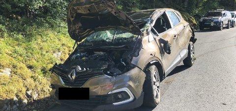 Slik såg bilen ut etter å ha gått kast i kast nedover. Det amerikanske paret som var i bilen er uskadde.
