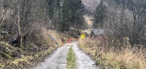 Stengt: Vegen til skytebana på Freim var stengt i førre veke, på grunn av prøvegraving rundt dei potensielle rasvollane.Foto: Ernst Olsen
