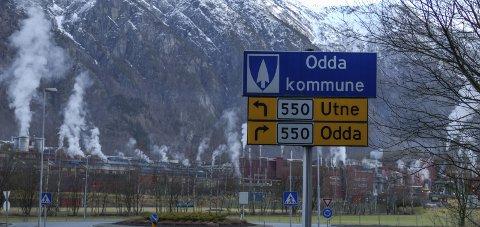 Loddast ut: Sju slike kommuneskilt skal loddast ut av Oddakonsertene nyttårsaftan. foto: Sondre Lingås Haukedal