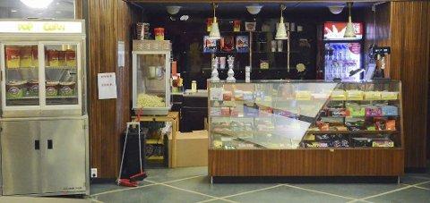 Tilbake: Freia-kiosken til Odda kino har fått den originale glassdisken tilbake. – Det var noe som manglet, sier Bjørg Skogasel. Arkivfoto: Ernst Olsen