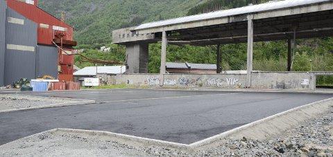 Sør for Ovn 3: Slik så den nye parkeringsplassen på Smelteverkstomta ut sist søndag. Foto: Ernst Olsen