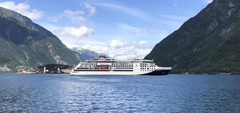 Odda: Cruisebåten Hanseatic nature var nyleg i hamnebassenget i Odda. Denne veka kjem skipet tilbake til Hardanger og skal legga til kai Eidfjord.