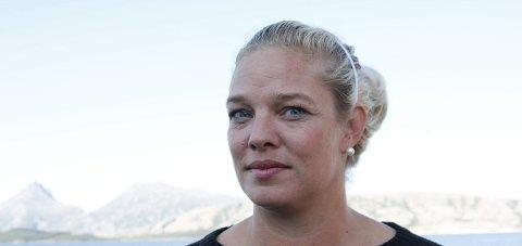 Engasjert: SLT-leder i Alstahaug kommune, Ingelise Egelund, sier at mobbeproblematikken i Alstahaug er høy, og at foreldrene må på banen. – Skolene gjør sin del av jobben, men det hjelper lite hvis foreldrene ikke hjelper til, sier hun. Foto: Jill Erichsen