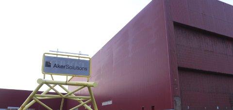 På gløtt: Det vil fortsatt være noe drift i lokalene til Aker Solutions på Strendene i Sandnessjøen.