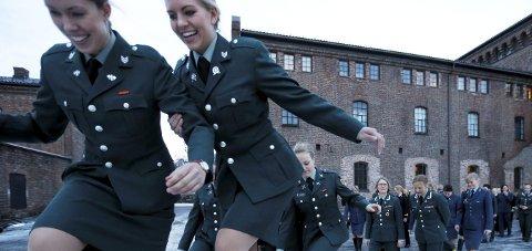 Populært: Forsvaret har aldri hatt så mange søkere som nå og stadig flere er kvinner. Foto: Lise Åserud