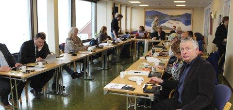 SOMMERSTENGER: Kommunestyret i Alstahaug, anført av Peter Talseth (t.h.) strammer inn på SFO-ordningen i kommunen.
