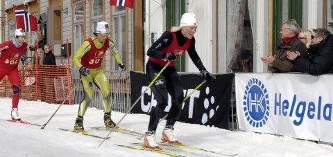 Bysprinten 2011: Guro Strøm Solli foran Marit Bjørgen i Mosjøens gater. Guro har også hatt Bjørgen med på sin skiskole.