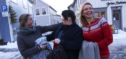 Arrangører: Tina Kirkerød Forfang, Ellen Marit Kjønnås og Jelena Langvatn, arrangerte Strikkfestival i Mosjøen. foto: stine Skipnes