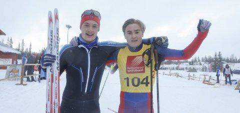 NNM-GULL:  Gullvinnerne fra Halsøy IL Ski, Jesper Abelsen Andreasen og Ole Jakob Forsmo, rett etter målgang på sprintstafetten på Sjåmoen i fjor. I dag står de over sprintstafetten i NM, men går 10km og 50 km.