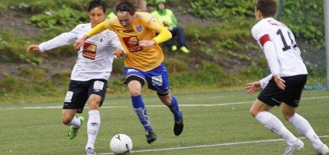 MÅLFEST: Thomas Andersen åpnet scoringene mot Brønnøysund. Til slutt vant bortelaget 7-2 i lokaloppgjøret på kysten. Foto: Per Vikan