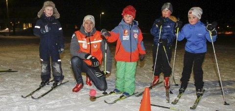 SKISKOLE: Mandag starter Joakim Klaussen Aakvik og Mosjøen IL Ski skiskole på Kippermoen. Bildet er fra skiskloen 2018.