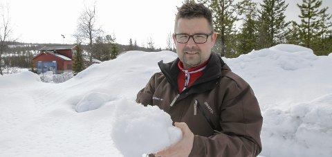 NATURSNØ: Så langt har Bysprinten brukt natursnø fra blant annet Sjåmoen. Frode Gullhav vil lære mer om snølagring og snøherding.