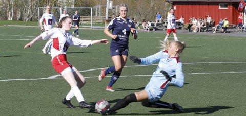 HØSTSESONG: Halsøy og Emile Wiik spiller i 2. divisjon, og alt tyder på at det blir en halv serie. Det samme gjelder andre kamper i kretsen. Foto: Per Vikan