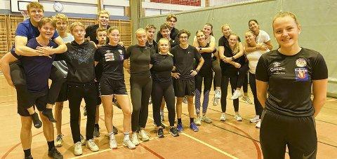 KLAR: Denne gjengen er klar for å arrangere Barnas Idrettsdag på Kippermoen. Eila Máret Eira er sjefen. Foto: Per Vikan