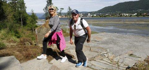 POPULÆR: Helgelandstrappa ble populær etter at den kom med so et av turmålene. John Mikalsen og Mai-Brit Nordås Mikalsen er på tur opp.  trappa