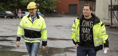 Fra venstre direktør Ismo Haaparanta i Sydvaranger Gruve AS og klubbleder Henning Bråten på et bilde fra i sommer.