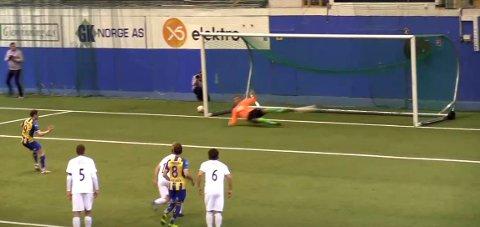 Straffe: Håvard Nome setter ballen i mål på straffe etter 26 minutter.