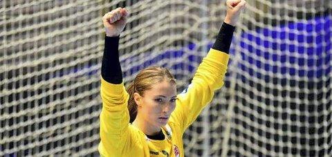 På landslaget: Emily Stang Sando jubler etter en redning mot Montenegro. Foto: NTB
