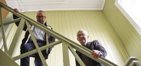 FORNØYDE: Tom Amundsen (til v.) og Jan Gunnar Flannum er nesten i mål med trapperommet i Holst-gården. Foto: Lars Ivar Hordnes