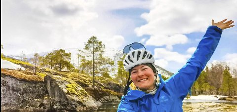 FORNØYD JENTE: Både snø og sol for Helene Grønseth. Foto: Privat