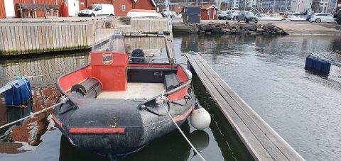 NY BÅT: Tyttebæret er navnet på den nye båten til Holmestrand dykkerklubb. Fra NOAH fikk klubben 50.000 kroner. Foto: Holmestrand dykkerklubb