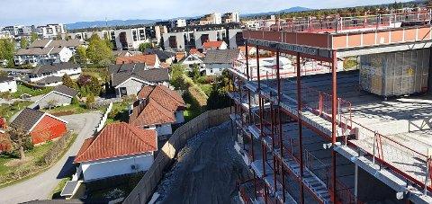 GOD UTSIKT: Bakke AS inviterer publikum inn på byggeplassen for å vise fram råbygget til de første husene i Skogmo park.