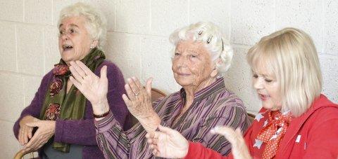 Sittedans er mer enn bare dans. Det er også sang, latter, glede og sosialt samvær.