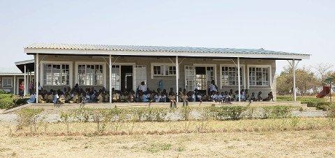 ZIMBABWE: Espira barnehage i Maizeland, eitt av dei fattigaste områda i Zimbabwe. Det går 141 barn i barnehagen, og nokre av barna må gå opptil åtte kilometer kvar dag for å komma til barnehagen. Barna er frå svært utsatte og sårbare familiar. (Pressefoto).