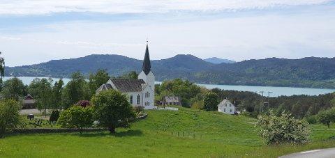 Varaldsøy kyrkje. (Foto: Kjersti Brakestad Boge).