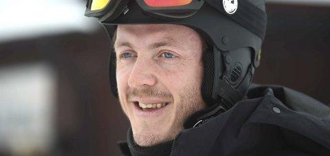 LANDSLAGSTRENER: Stian Sivertzen storkoser seg i jobben som landslagstrener for snøbrettkjørerne.FOTO: OLE JOHN HOSTVEDT