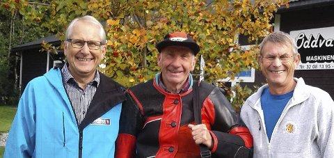 BLIDE KARER: Fra venstre: Asbjørn Mathisen, Hans Erik Rua og arne Mathisen gjorde rent premiebord i Viken 1-mesterskapet.FOTO: PRIVAT