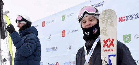 12. PLASS: Tevje Skaug, KFK; ble nummer 12 i finalen i big air i junior-VM. Ulrik Samnøy (t.v.) ble verdensmester. Bildet er fra Snowstock.