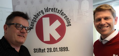 FORTSETTER: Marius Berg (t.h.) fortsetter som daglig leder i KIF. Styreleder Emil Moholth er fornøyd. FOTO: OLE JOHN HOSTVEDT