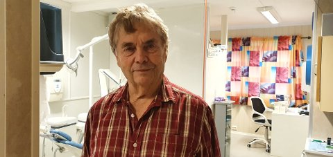 Gunnar Sæthre gir seg som tannlege etter flere tiår i tjenesten.