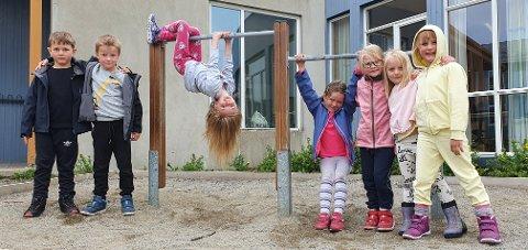 Tobias Sivertsen, Artur Unstad, Hanna Sivertsen, Alva Unstad, Thea Sivertsen, Lilly Kärn og Amelia Brauer bor i Sennesvik og går i første klasse på Fygle skole.