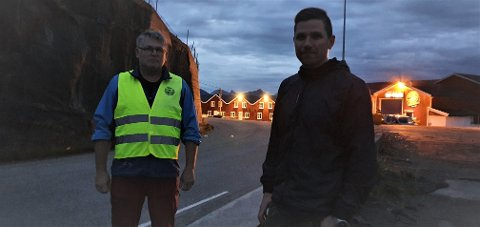 Karl Olav Wulff og Michael Pettersen er frustrert over å vente på at noe skal skje med den beryktede veibiten i Stamsund.