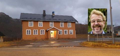 Jens Arne Martnes Andersen (innfelt) ser frem til å starte arbeidet med å renovere både innvendig og utvendig.