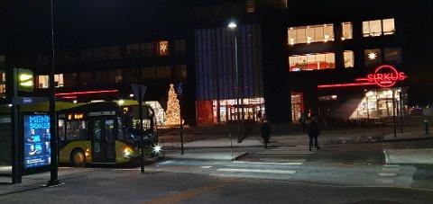 To menn ble pågrepet ved et busstopp i tilknytning til Sirkus Shopping.