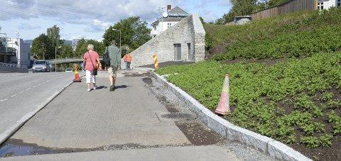 ØSTENSJØVEIEN: Fortauet oppå Brynstunnelen får snart ny asfalt. Alle foto: Nina Schyberg Olsen
