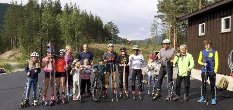 Rulleski: Elevar frå Vågå ungdomsskule har allereie vore her i kroppsøvingstime. For slike fellestreningar har dei også ski til utlån.
