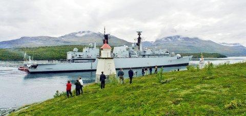 SKUELYSTNE: Både nordmenn og britiske marinegaster på akterdekket ble tilskuere til operasjonen med å få HMS Campbeltown av grunnen i Rya. Foto: Yngve Olsen