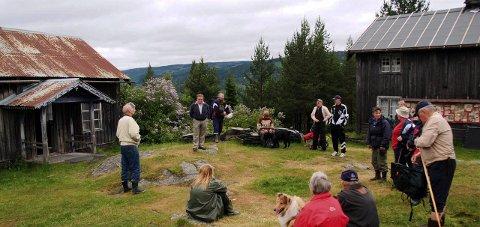 PENGEDRYSS: Bagnsbergatn i Sør-Aurdal får 120.000 kroner. Bildet er tatt under en lokalhistorisk vandring i 2004.Arkivbilde