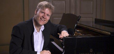 Tilbake: Håvard Gimse har spilt i Biri kirke en gang tidligere. Søndag er han tilbake, nå med Beethoven-konsert. Pressebilde