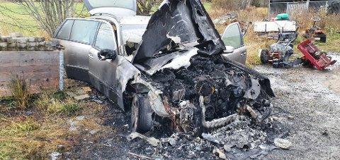 UTBRENT: På få minutter gikk bilen fra reparasjonsobjekt til totalvrak.